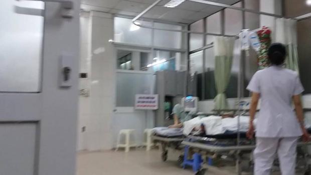 Con gái nạn nhân đang được cấp cứu tại bệnh viện Xanh Pôn.