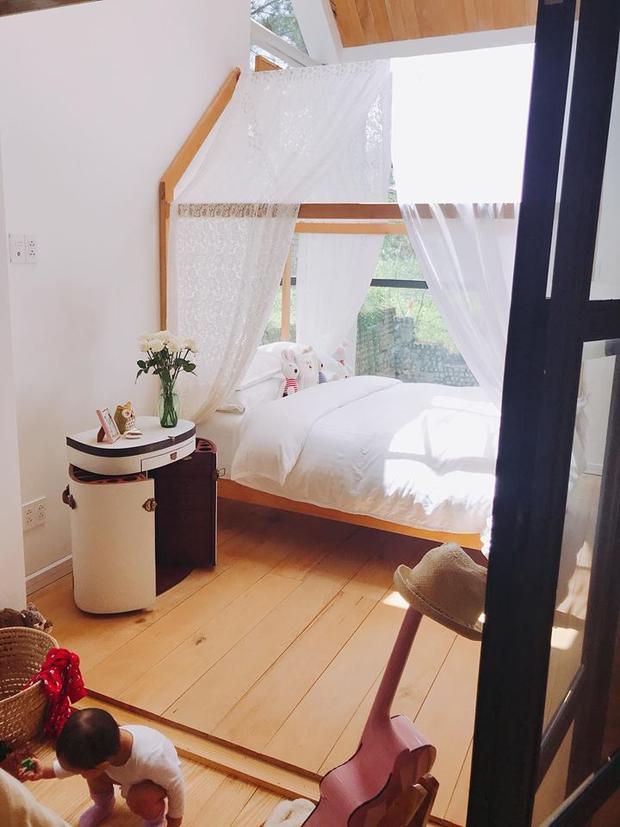 Đây là căn phòng trong ngôi biệt thự được đại gia Đức An xây tặng con gái Bồ Câu ở Đà Lạt. Đà Lạt cũng là địa điểm sống được Phan Như Thảo yêu thích.