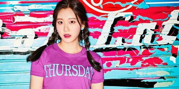 Sau khi có triệu chứng chóng mặt, Nayun được đưa tới bệnh viện kiểm tra và chuẩn đoán bị mắc bệnh sỏi tai.