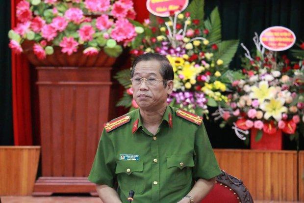 Đại tá Phùng Tiến Triểntại cuộc họp báo.