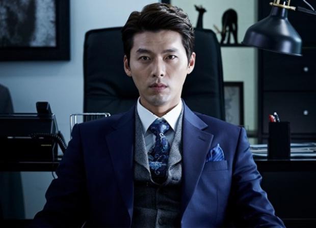 """Các diễn viên như Hyun Bin và Park Bo Gum cũng nhận được cao hơn mức lương trung bình của các nam diễn viên nam khác. Trong bộ phim """"Memories of the Alhambra"""" năm 2018 sắp tới, Hyun Bin được ước tính nhận được ít nhất 90 nghìn USD mỗi tập."""