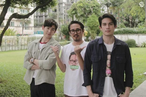 Đạo diễn Witthaya Thongyooyong (đứng giữa)