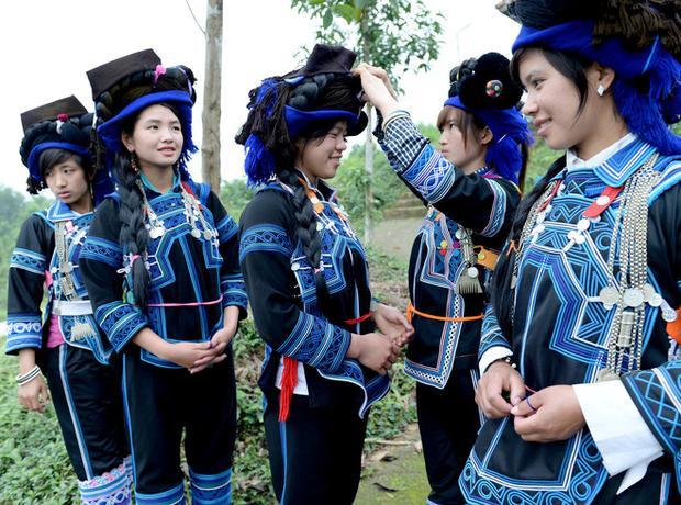 Ở Việt Nam có một nơi phụ nữ từng phải đứng để ăn cơm, nếu chửa hoang phải rời làng, một mình sinh con trong rừng