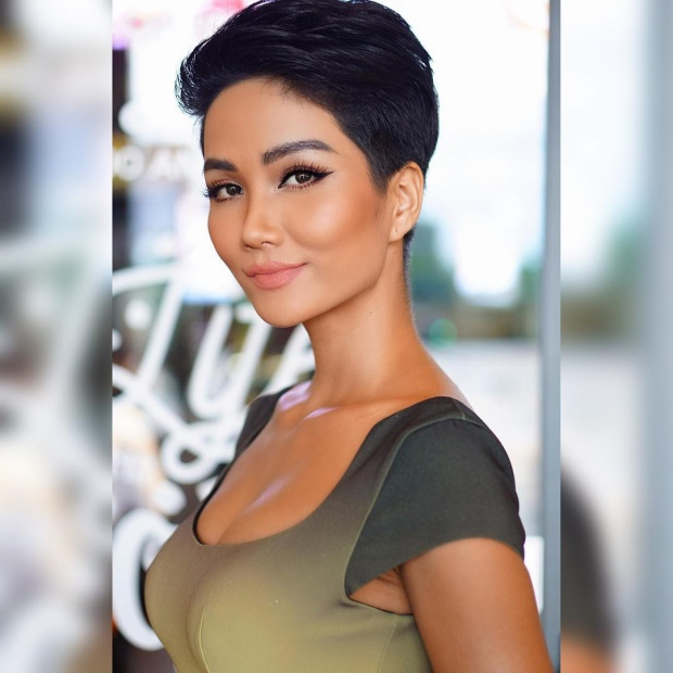 Mái tóc tém đi cùng lối make-up đơn giản nhưng sắc sảo khiến cô nàng nhận được nhiều lời khen từ các fan.