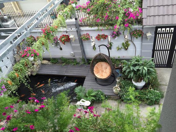 Hồ cá được Cao Thái Sơn kết hợp với những tiểu cảnh khác tạo nên một không gian ấn tượng trong căn biệt thự của mình.