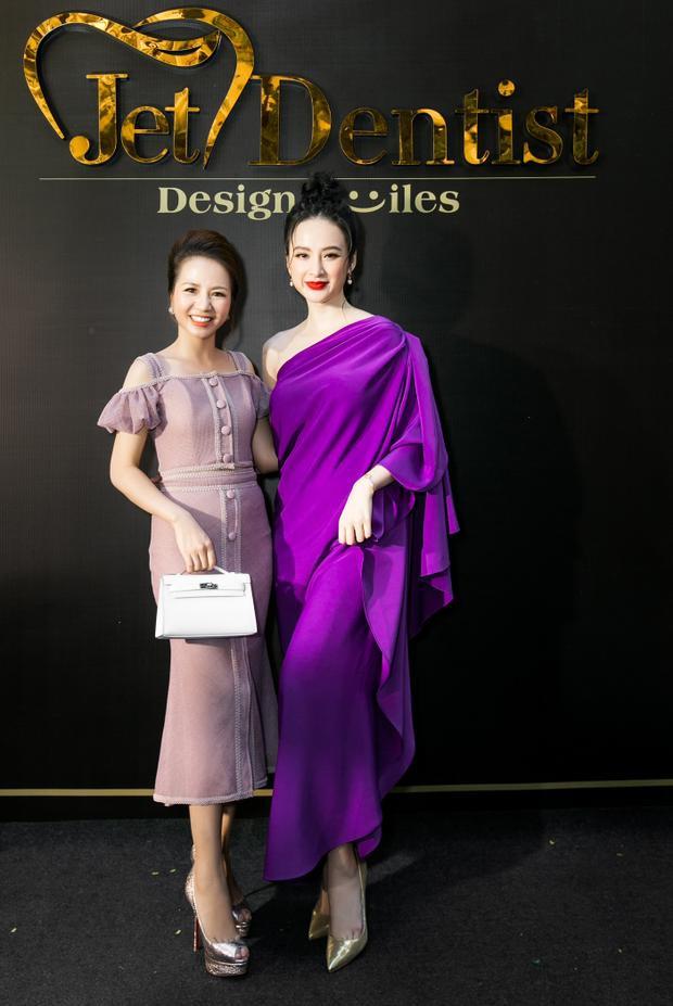 Cô tranh thủ lưu lại khoảnh khắc đáng nhớ cùng Trương Ngọc Ánh, Thanh Hằng và Angela Phương Trinh.