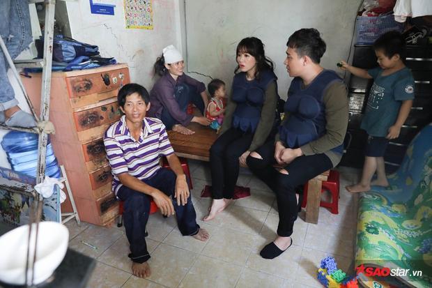 Gia đình Trấn Thành - Hari Won ghé thăm trông cậy vào người vợ với gánh ve chai nhọc nhằn. Không may gặp tai nạn lao động, người chồng chấn thương sọ não và gần như mất khả năng mưu sinh.