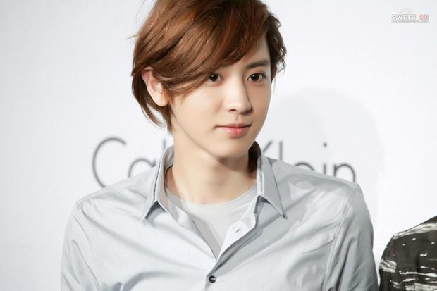 Ngày ấy nhìn nam idol trong sáng như 1 cậu ấm.
