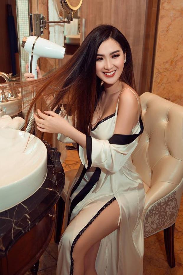 """Cô sở hữu một gương mặt rất châu Á cùng nụ cười tỏa nắng """"đốn tim"""" người xem. Ngọc Loan được mệnh danh là chân dài đẹp nhất The Face. Ở thời điểm hiện tại nhan sắc của cô vẫn khiến biết bao cánh mày râu gục ngã."""