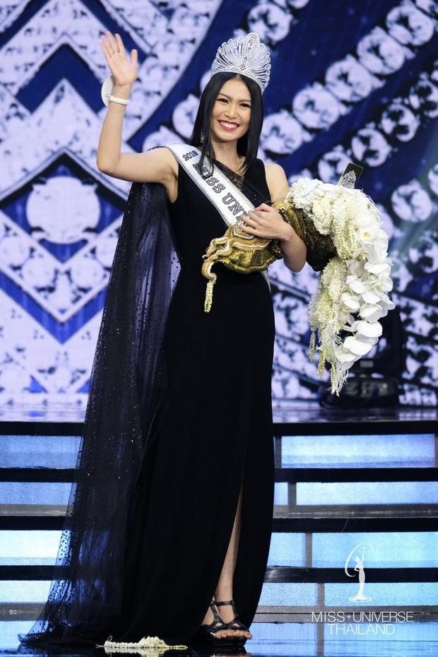 Thái Lan:Sophida Kanchanarin tân Hoa hậu hoàn vũ Thái Lan 2018 tiếp tục là cô gái có mái tóc đen, thẳng dài suôn mượt.
