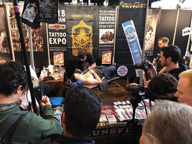 Tại các nước trên thế giới, Lễ hội xăm mình đã trở nên rất phổ biến. Orient Ching, một trong những nghệ sĩ sẽ tham gia Vietnam Tattoo Expo 2018 cũng là nhà tổ chức Taiwan Tattoo Expo.