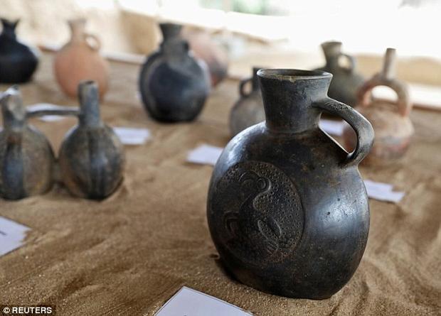 Nhiều đồ gốm được chôn cùng vẫn còn giữ nguyên độ tinh xảo. Ảnh: Reuters