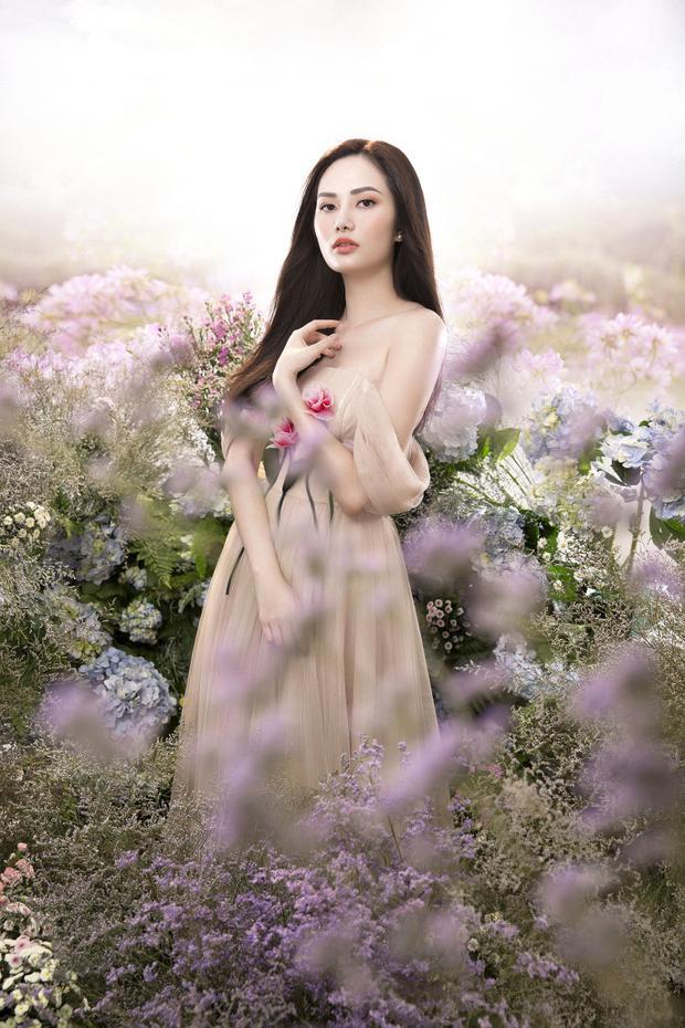 Trong những bộ váy nhẹ nhàng, Diệu Linh trở nên dịu dàng và thanh thoát.