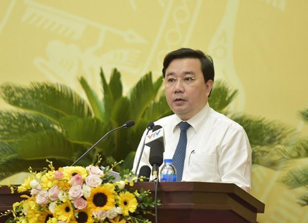 Ông Chử Xuân Dũng - Giám đốc Sở GDĐT Hà Nội trình bày tờ trình tại kỳ họp thứ 6 HĐND TP.Hà Nội. Ảnh. T.An