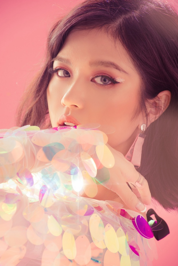 Cô nàng đã sẵn sàng với ca khúc mới kết hợp cùng Khắc Hưng.