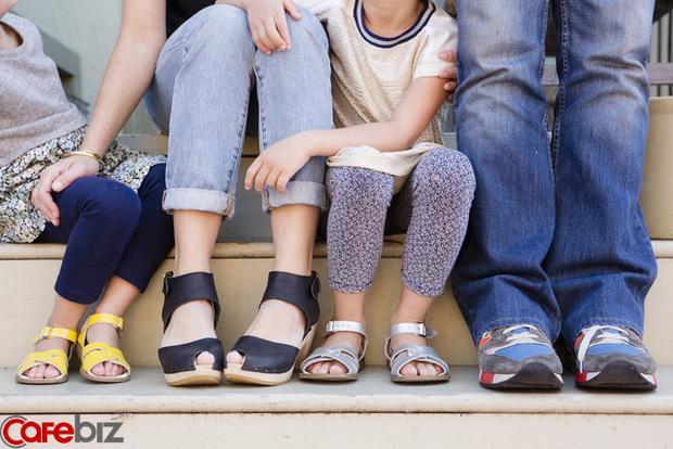 Câu hỏi gây bão của du học sinh Huyền Chíp: Cha mẹ có cần tận lực hy sinh vì con cái hay không?