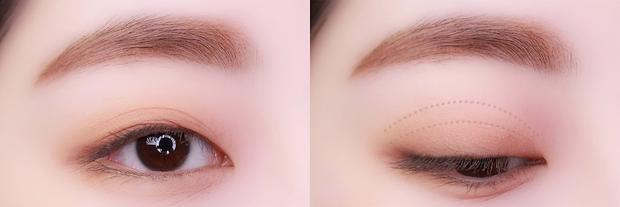 Nếu cầu kì hơn, bạn có thể tán thêm phấn mắt hồng. Sau đó dùng eyeliner dạng gel hoặc chì kẻ viền trong của mi. Bấm mi rồi chuốt mascara là hoàn chỉnh nhé.