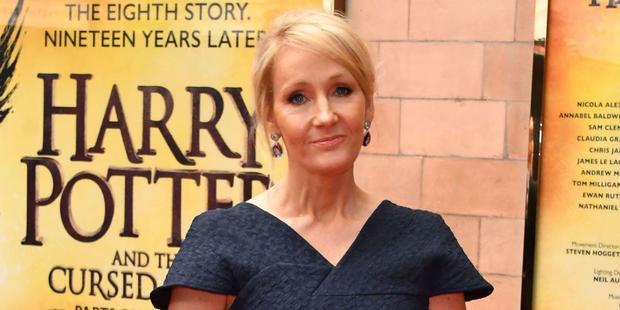 """J. K. Rowling có toàn quyền đâm đơn kiện nhóm biên kịch của """"Phù Dao Hoàng hậu""""."""