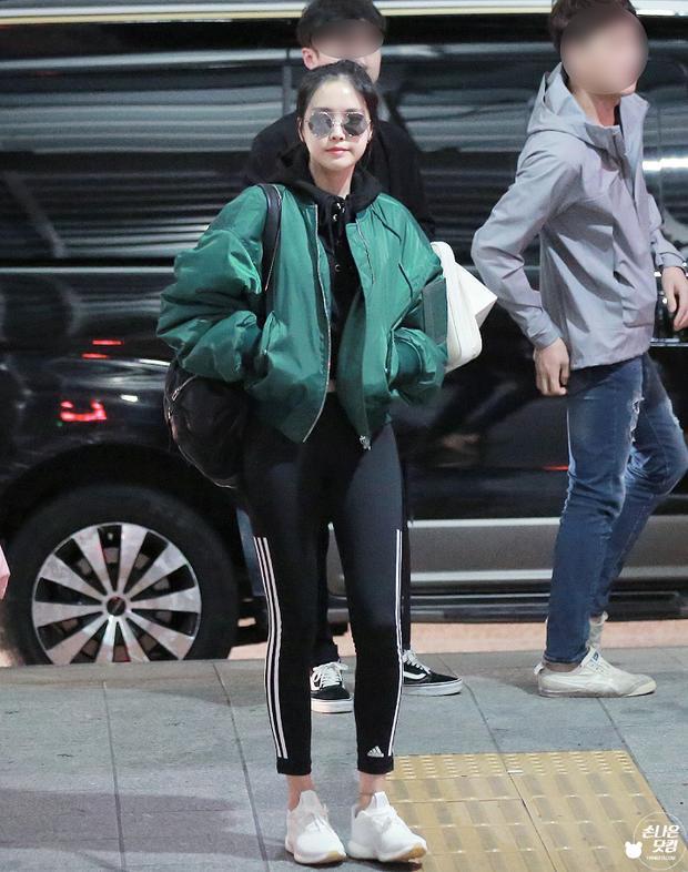Chiếc quần yêu thích được Naeun mặc ra sân bay.