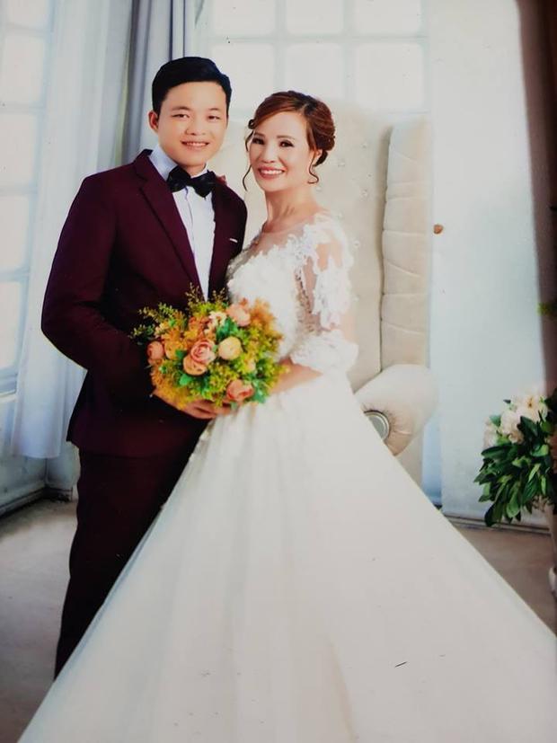 Ảnh cưới của hai người cũng được nhiều người chia sẻ lại trên mạng xã hội.