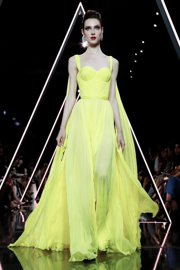 Một thiết kế màu vàng chanh - màu xu hướng trong thiết kế dạ hội của Ralph Russo