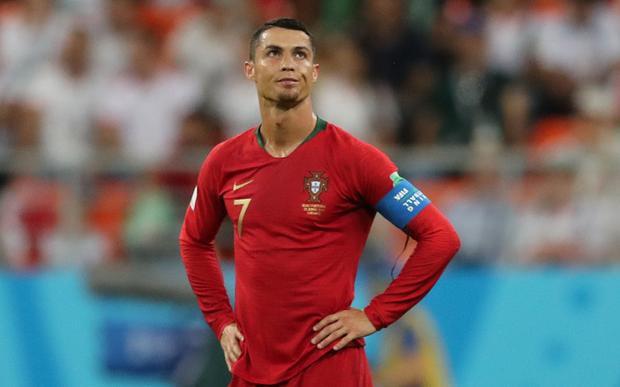 Vừa bị loại khởi World Cup 2018, Ronaldo đã tất bật với những dự định mới: đầu quân cho Juventus và giờ làm hợp tác cùng Facebook?