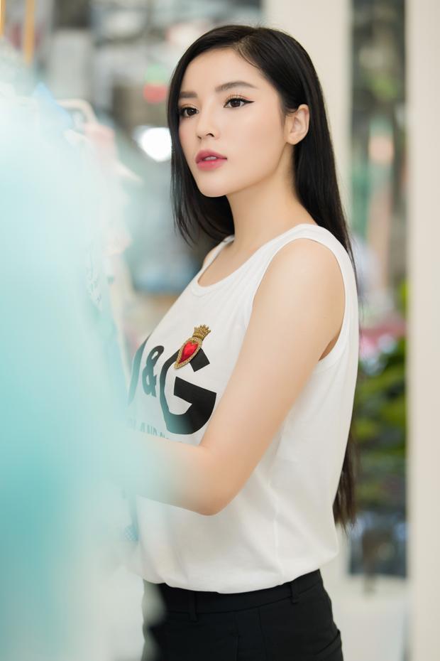 Gần đây, Hoa hậu Việt Nam 2014 đã đến showroom của anh để thử trang phục, chuẩn bị cho show diễn sắp đến.