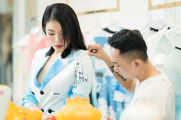 Được biết, Lê Ngọc Lâm là nhà thiết kế trẻ đang được nhiều người đẹp, hoa hậu hay ca sĩ tin tưởng như: H'Hen Niê, Kỳ Duyên, Ngô Thanh Vân, Quỳnh Anh Shyn…