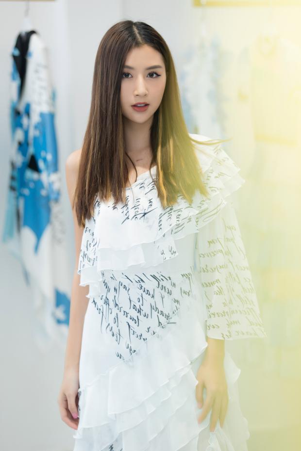 Thông tin về sự xuất hiện của cô nàng fashionista cũng khiến giới mộ điệu quan tâm.