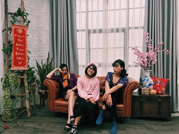 Nghĩa Bùi và những người bạn trong đội Kịch thường đóng kịch và video quảng cáo để kiếm thêm thu nhập.