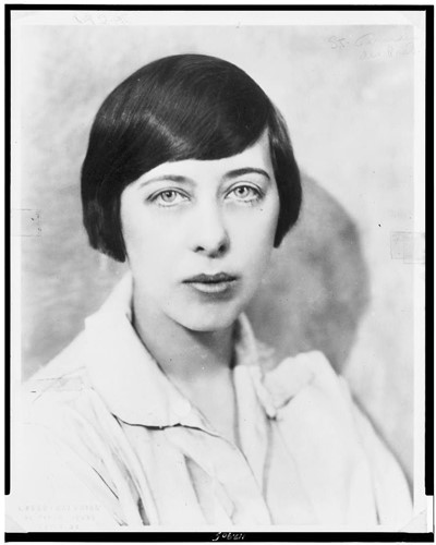 Trong khi đó, Solano tập trung vào viết tiểu thuyết. Dù không xây dựng được một danh tiếng lớn, sự nghiệp cầm bút của cô vẫn đủ để đáp ứng các nhu cầu cuộc sống ở thành phố Paris đắt đỏ.