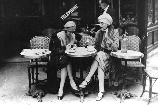 Hàng ngày, cặp đôi này cùng thưởng thức bữa sáng trong một quán cà phê, làm việc vặt vào buối sáng, viết lách từ buổi chiều cho đến khi sẩm tối. Thi thoảng họ lướt qua các hiệu sách trước khi đi ăn tối và uống trà.