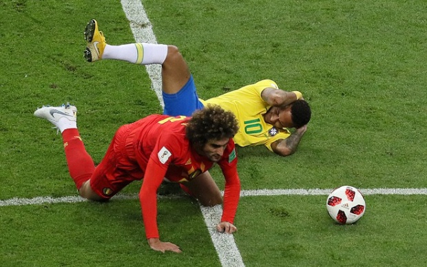 Neymar ngã dúi dụi trong trận đấu với Bỉ. Ảnh: Getty.