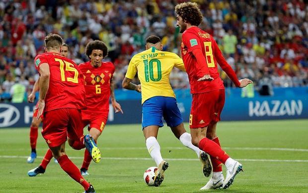 Chăm chỉ chịu khó ngã nhưng Neymar không hề được các trọng tài đoái hoài đến. Ảnh: Reuters.