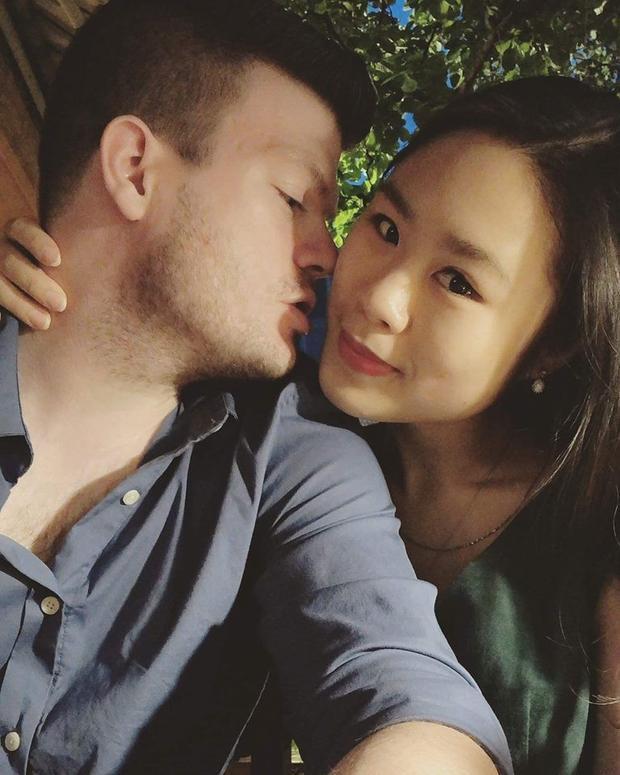 Matt cầu hôn Chi trên tầng 63 của một tòa nhà gần sông Hàn.