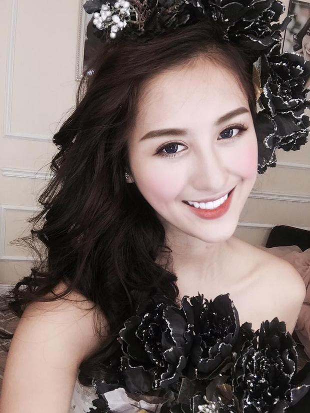 Nụ cười toả nắng có phần giống Hoa hậu Kỳ Duyên của cô luôn là điểm cộng tô thêm nét phúc hậu trên khuôn mặt.