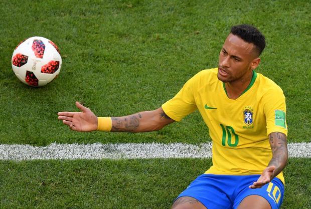Neymar Jr., tiền đạo đội tuyển Brazil, cán đích danh sách những cầu thủ bóng đá được yêu thích nhất trên Facebook ở vị trí thứ ba với 61.008.194 người theo dõi.
