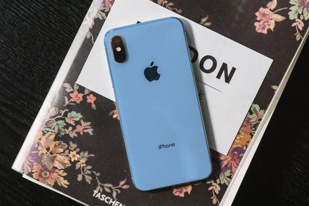 """Màu máy mới được dự đoán sẽ là một trong những yếu tố khiến người mua có """"thôi thúc"""" nâng cấp iPhone hơn trong năm 2018. Trước đó, Apple thường trung thành với những màu máy khá cơ bản, ngoại trừ trường hợp của chiếc iPhone vỏ nhựa iPhone 5c."""