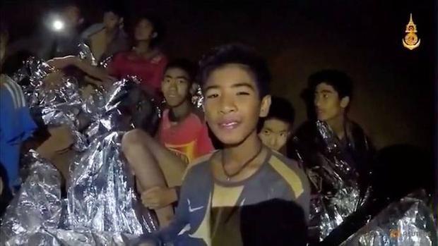 12 thành viên đội bóng Thái Lan bị mắc kẹt trong hang.