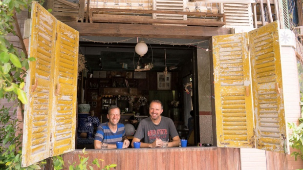 Michael Powell và Jürgen Horn dành nhiều tình cảm đặc biệt với Việt Nam - Ảnh: NVCC