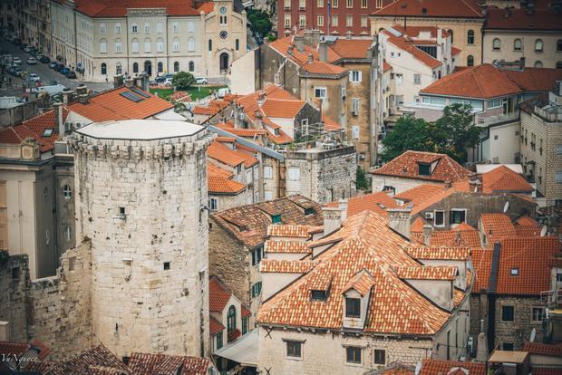 Khu phố cổ của thành phố Split nhìn từ tháp chuông.