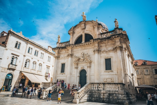Nhà thờ bên trong thành cổ Dubronik.