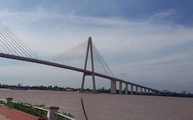 Những cây cầu luôn được nhắc đến vào dịp World Cup như điểm đến của một số người thua độ bóng đá.