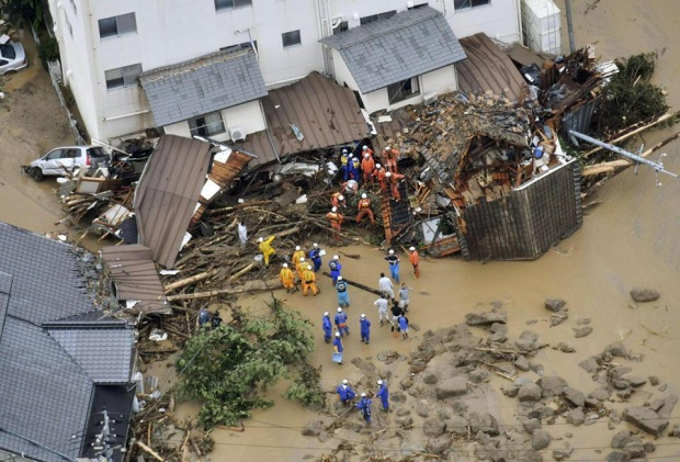 Theo Sky News, lực lượng cứu hộ hiện đang mở rộng khu vực để tìm kiếm những người còn mất tích và mắc kẹt trong trận lũ lụt và lở đất. Bên cạnh đó, khoảng 4,3 triệu người thuộc 23 quận từ khu vực trung ương đến tây nam Nhật Bản đã được sơ tán, di tản đến nơi an toàn.
