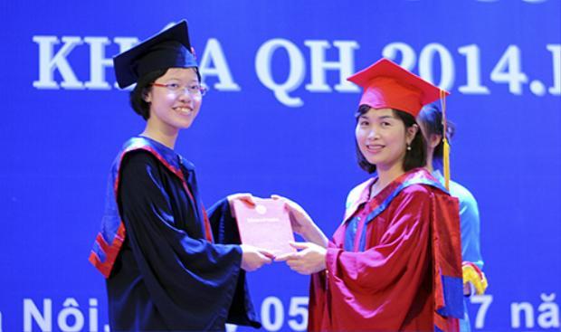 Trâm Anh nhận bằng tốt nghiệp ngày 5/7. Ảnh: D.T