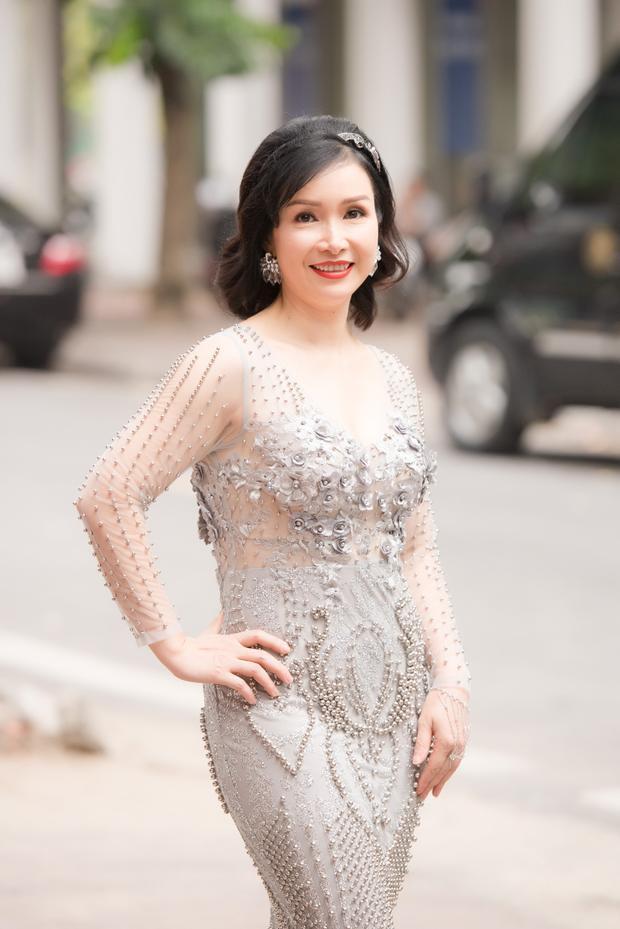 Hoa hậu Bùi Bích Phương quý phái và sang trọng trong buổi Sơ khảo sáng nay.