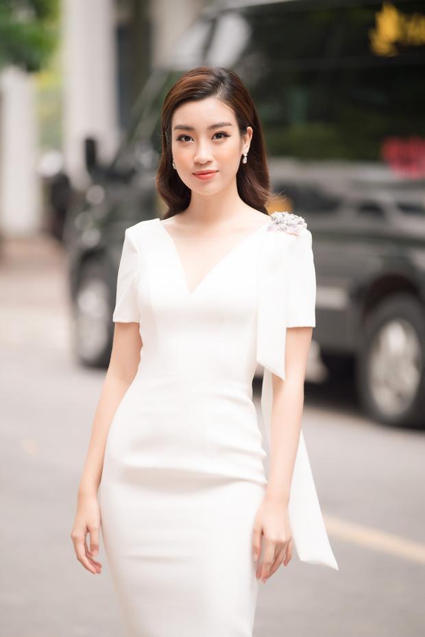 Hoa hậu Đỗ Mỹ Linh có mặt từ sớm trong buổi Sơ khảo.