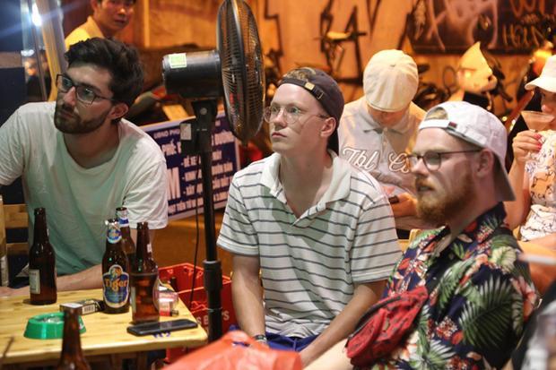 Ngoài xem bóng đá, du khách đến đây còn có thể thưởng thức nhiều loại bia, giải khát cho những ngày thời tiết oi bức của Hà Nội.