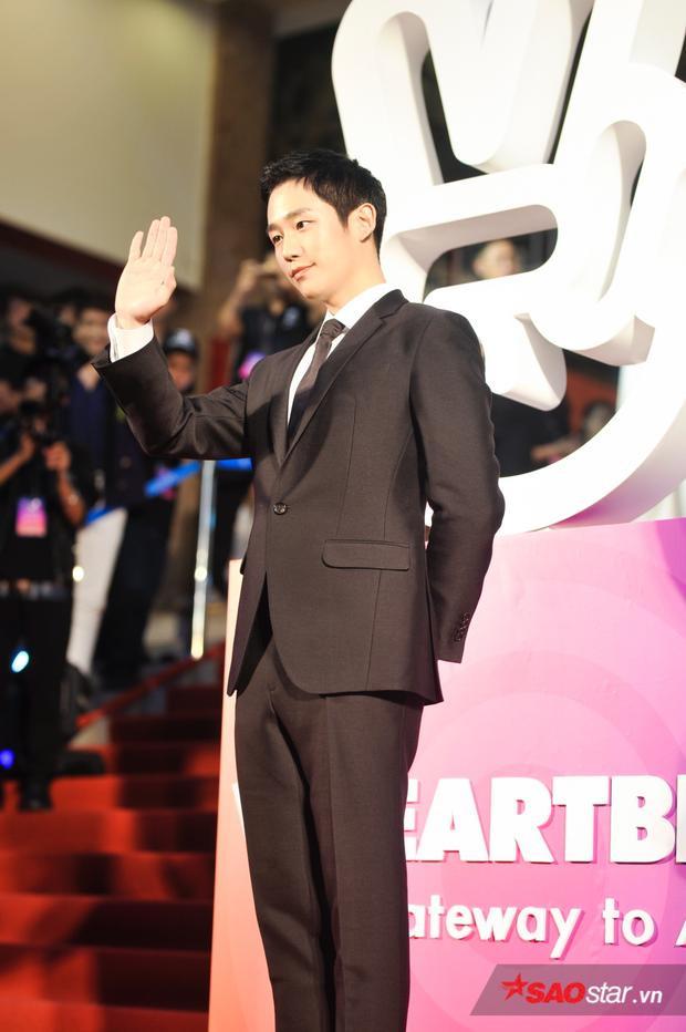 Jung Hae In gây ấn tượng với khán giả vì vẻ ngoài điển trai và gần gũi.