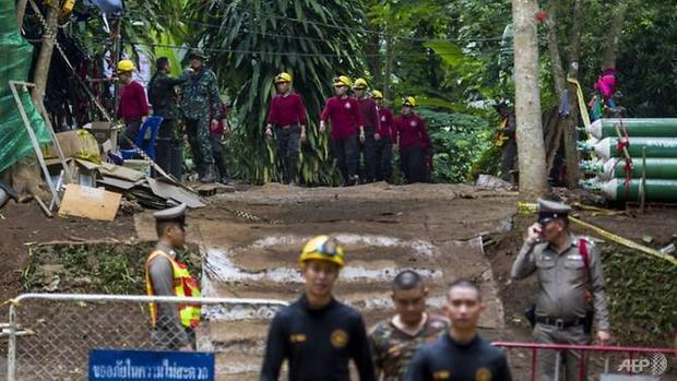 Những cơn mưa lớn khiến công cuộc cứu hộ càng trở nên khó khăn. Ảnh: AFP/Ye Aung Thu